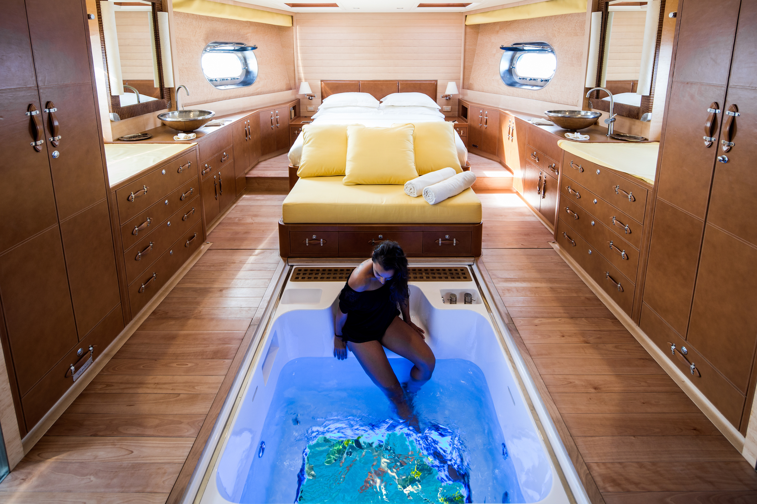 Soneva in Aqua glass bottom spa tub by Richard Waite.jpg