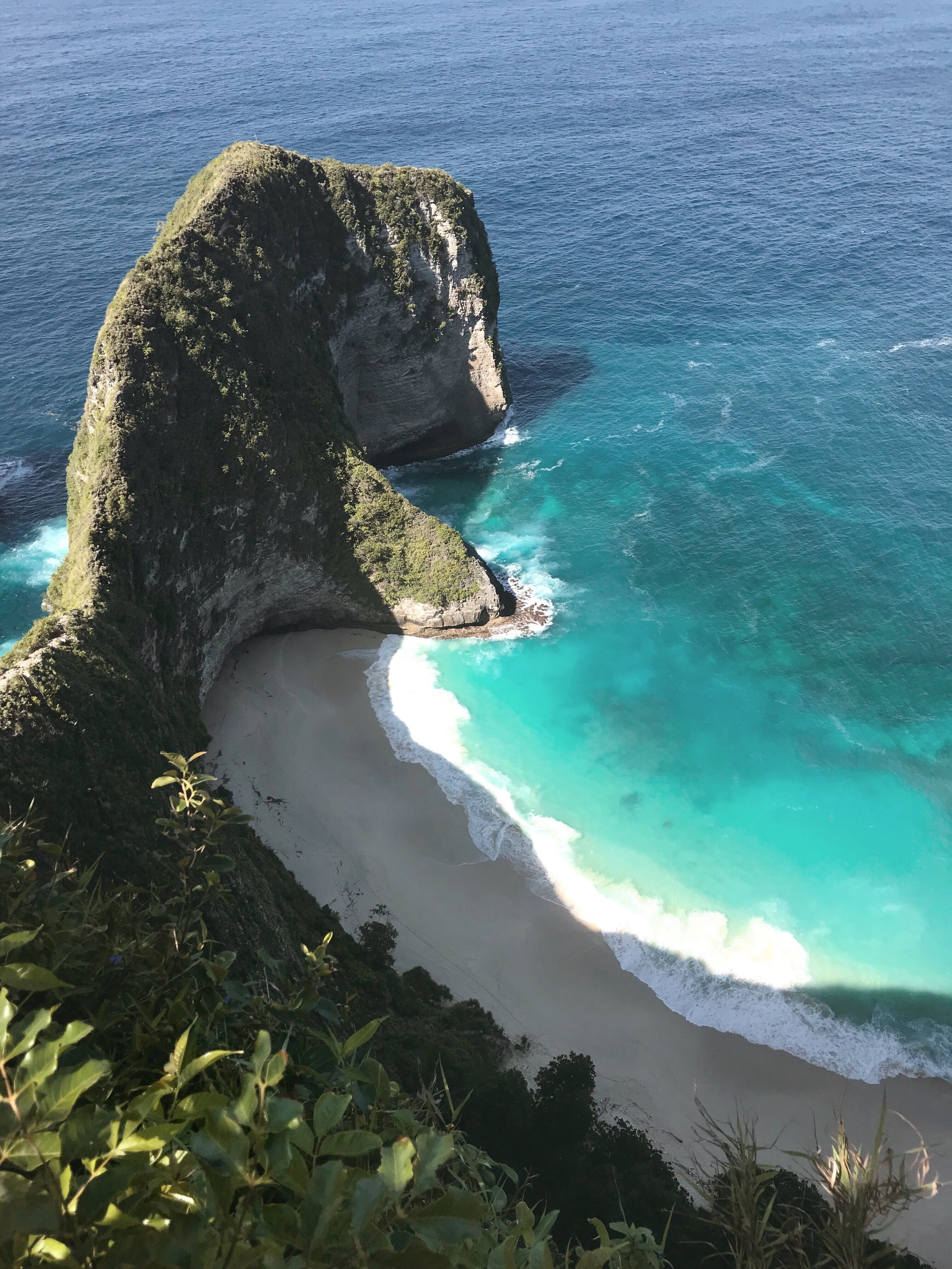 1: Kelingking Beach - Bunga Mekar,Nusa Penida, Denpasar, Bali 80771, Indonesia