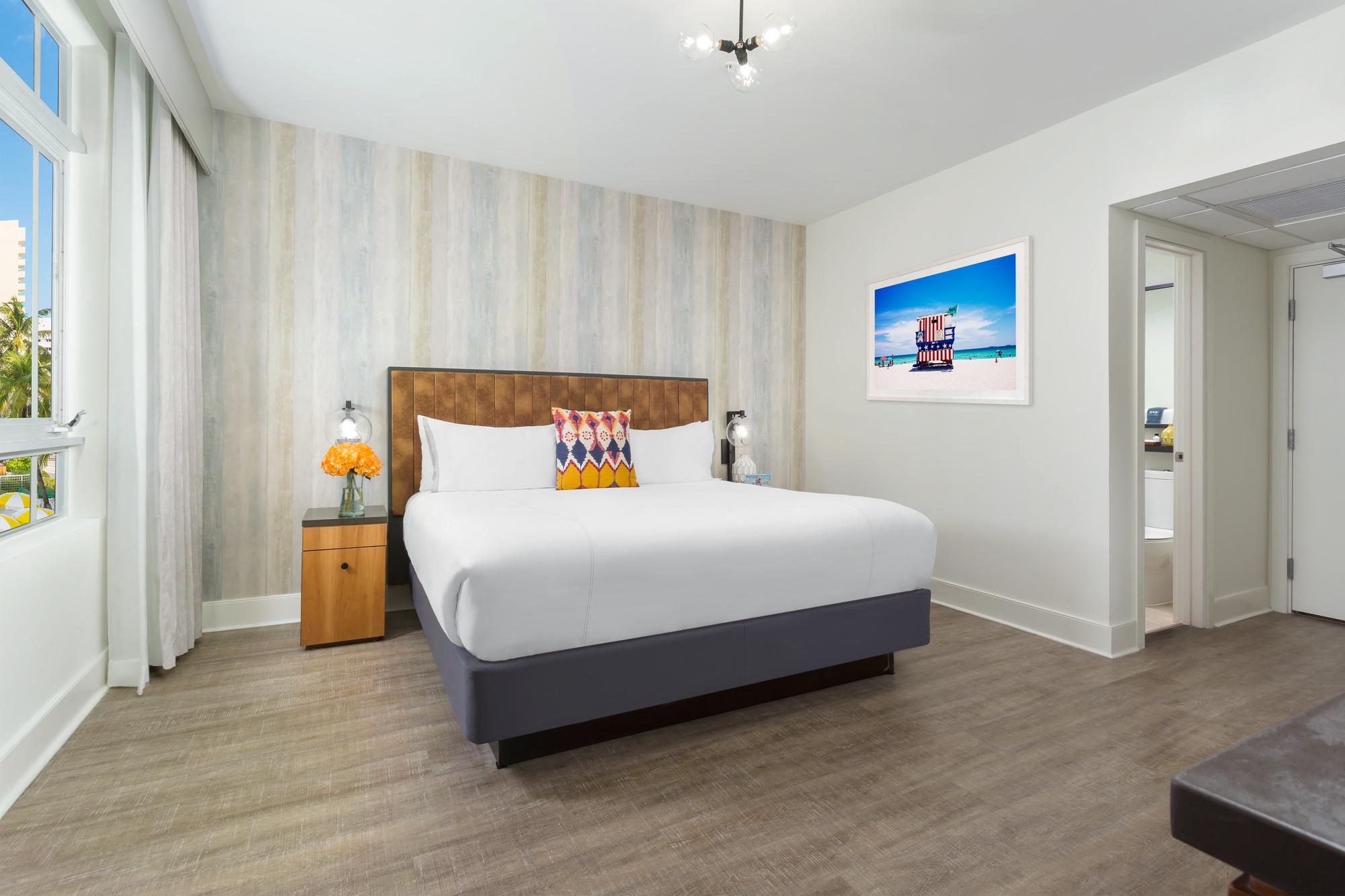 WPH-Guestroom-Premier-King-2..jpg