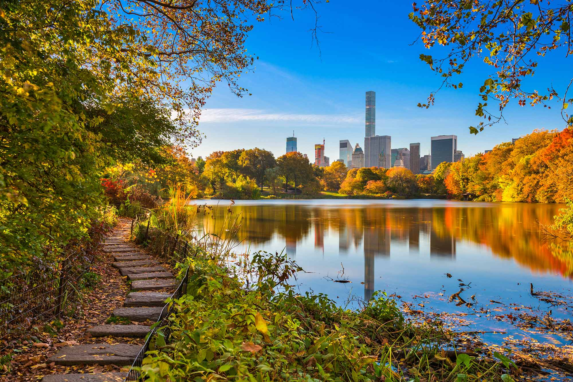 Autumnal colours in Central Park with the Jacqueline Kennedy Onassis Reservoir.