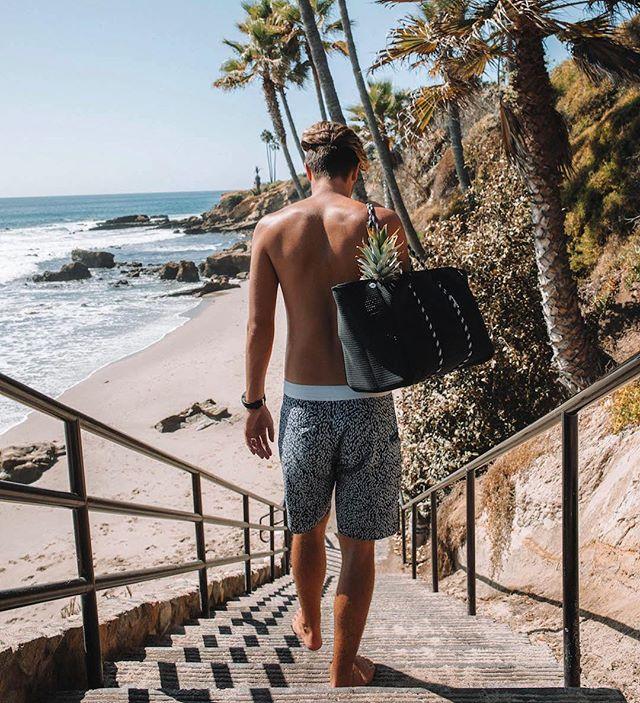 The classic SUNRISE tote. Not just for girls 🙋🏼♂️ #manbag . . Image via @carssun @barbarabrigido . . #fridaysthelabel #beachbag #everydaybag
