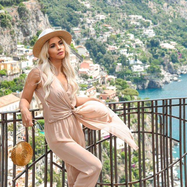 Enjoy the Amalfi 🇮🇹Coast, Italy view! We have the perfect 🍹Summer Outfit for 20% OFF only this week! Amalfi Overall 👉from €199 to €159,20 👉hurry! ____________________& Check out now our online store! 📱www.alineceli.com . . . . . . . #amalficoastwedding #nudeoutfit #overalls #italianbeach #positanocouture #amalficoast #amalficoastoutfit #blondie #ravello #positano #palazzoavino #summer #summertime #california #goldengrass  #organicjewellery #capriholiday #italiansummer #amalficoastweddingphotos #amalficoastweddingplanner #italiangirl #tannedgirl #tannedskingirl #picoftheday
