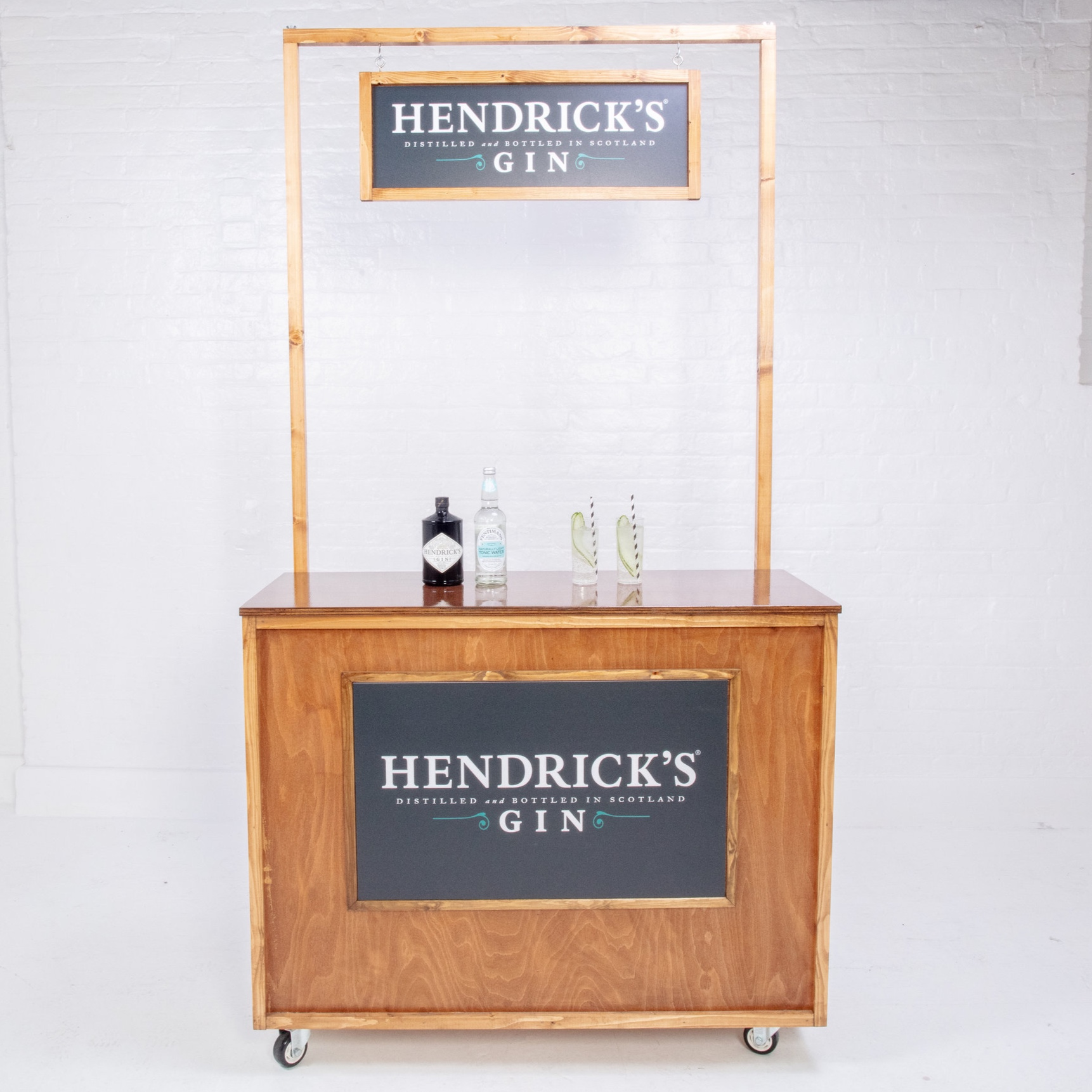 Quirky+Group+Classic+Wooden+bar+hire+with+branding