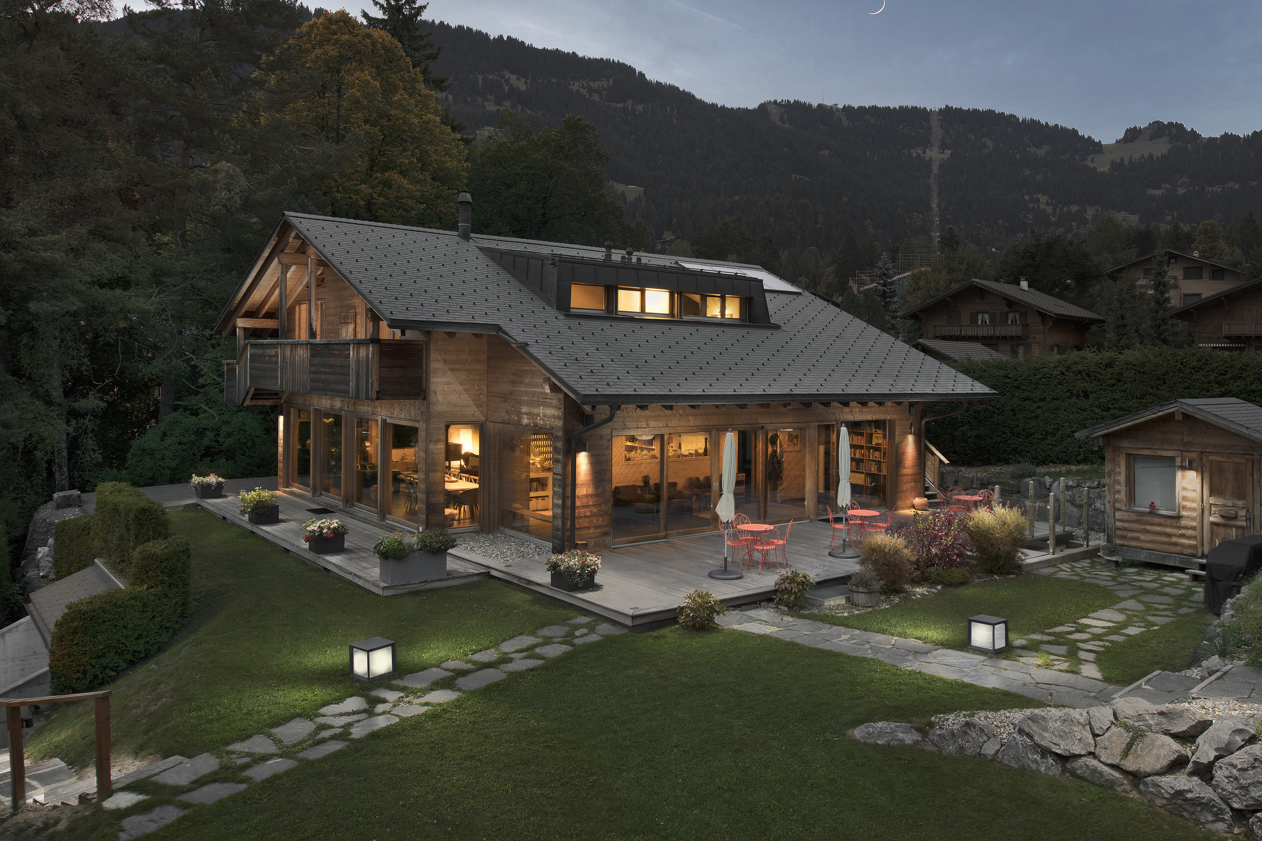 La Part des Anges - The main house La Part des Anges is a three-story chalet that boasts an enviable location in the heart of Villars-sur-Ollon with plenty of sunshine and balconies and terraces that provide panoramic views of the Dents-du-Midi and the Mont Blanc massif.