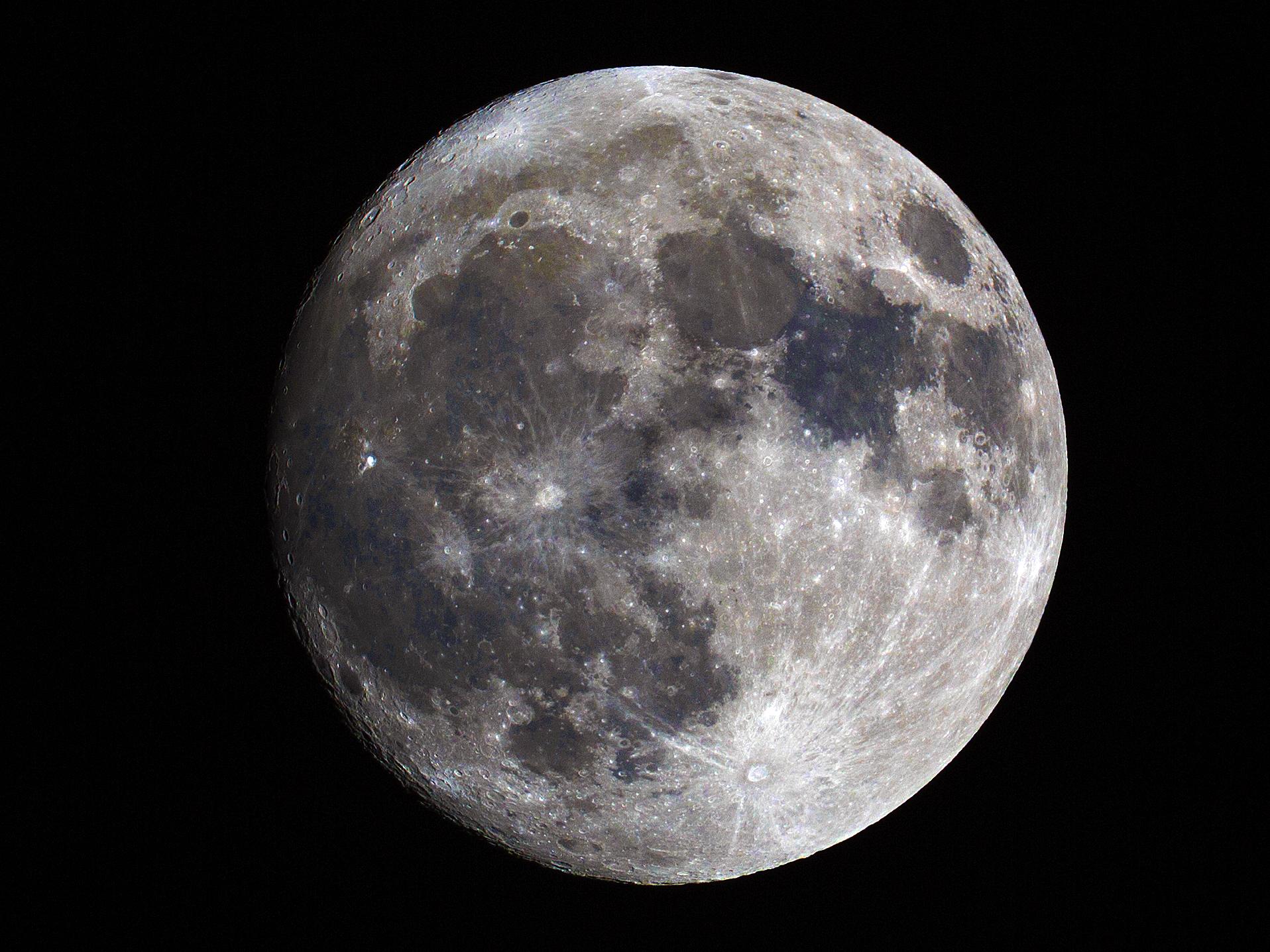 2017-11-02 moon_2_840mm_color enhanced.jpg