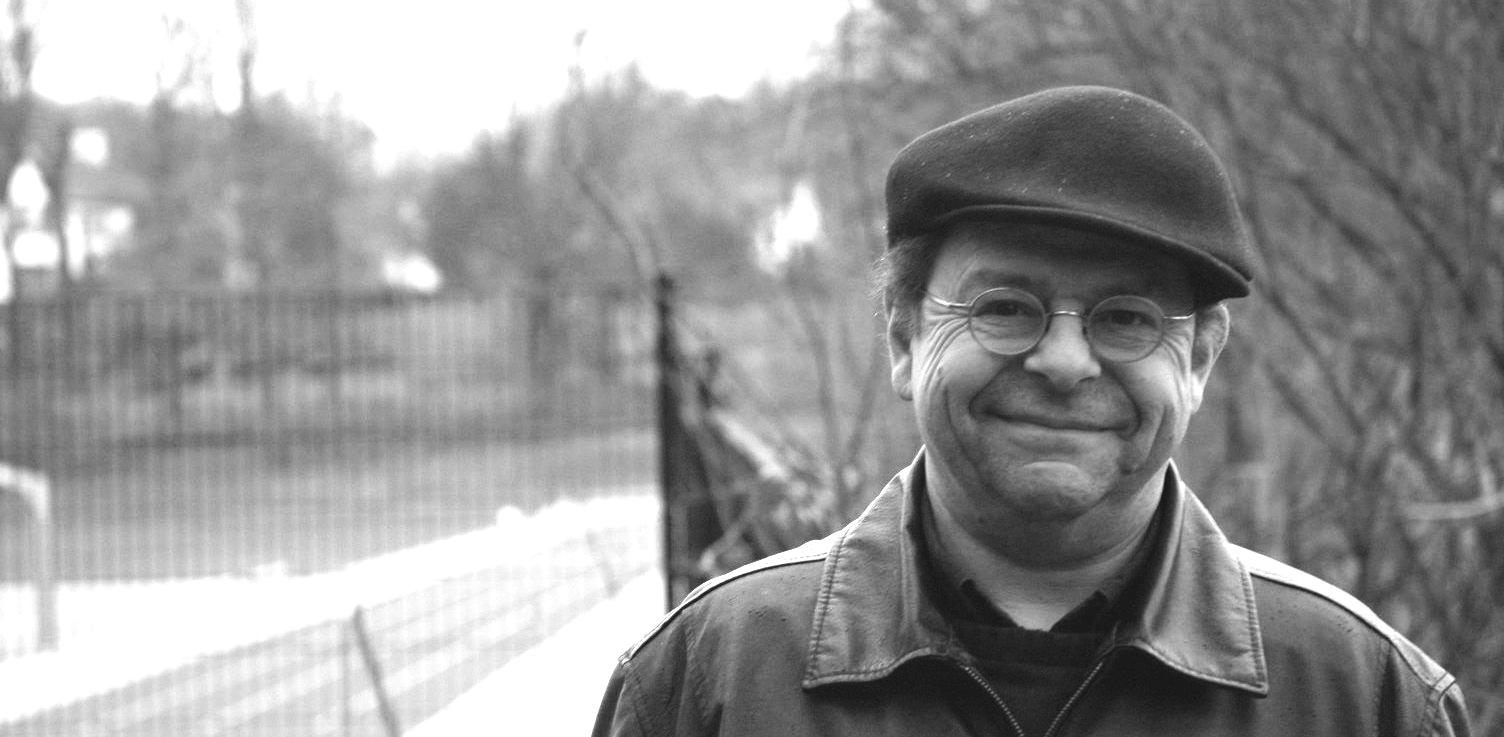 """Der Revierflaneur - Manuel Hessling, dessen nachgelassene umfangreiche Bibliothek den Kristallisationskern des Literaturhauses bildete, veröffentlichte zwischen 2008 und 2012 in seinem Blog """"Revierflaneur – Kleine Schritte weg von der Mitte"""" seine anachronistischen Einlassungen zum Zeitgeschehen."""