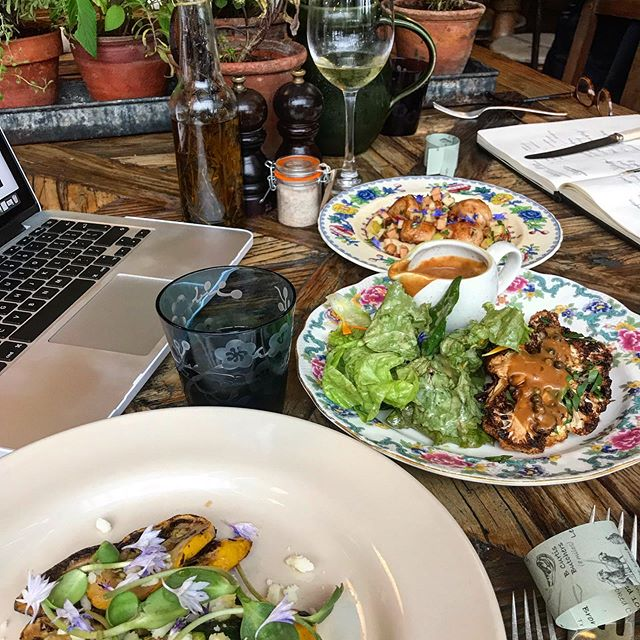 Making Monday that little bit better.  Website brainstorming and @thepig_hotel lunching with @shapeslinesandlife 🐖 #newforest #foodiehotel #thepig