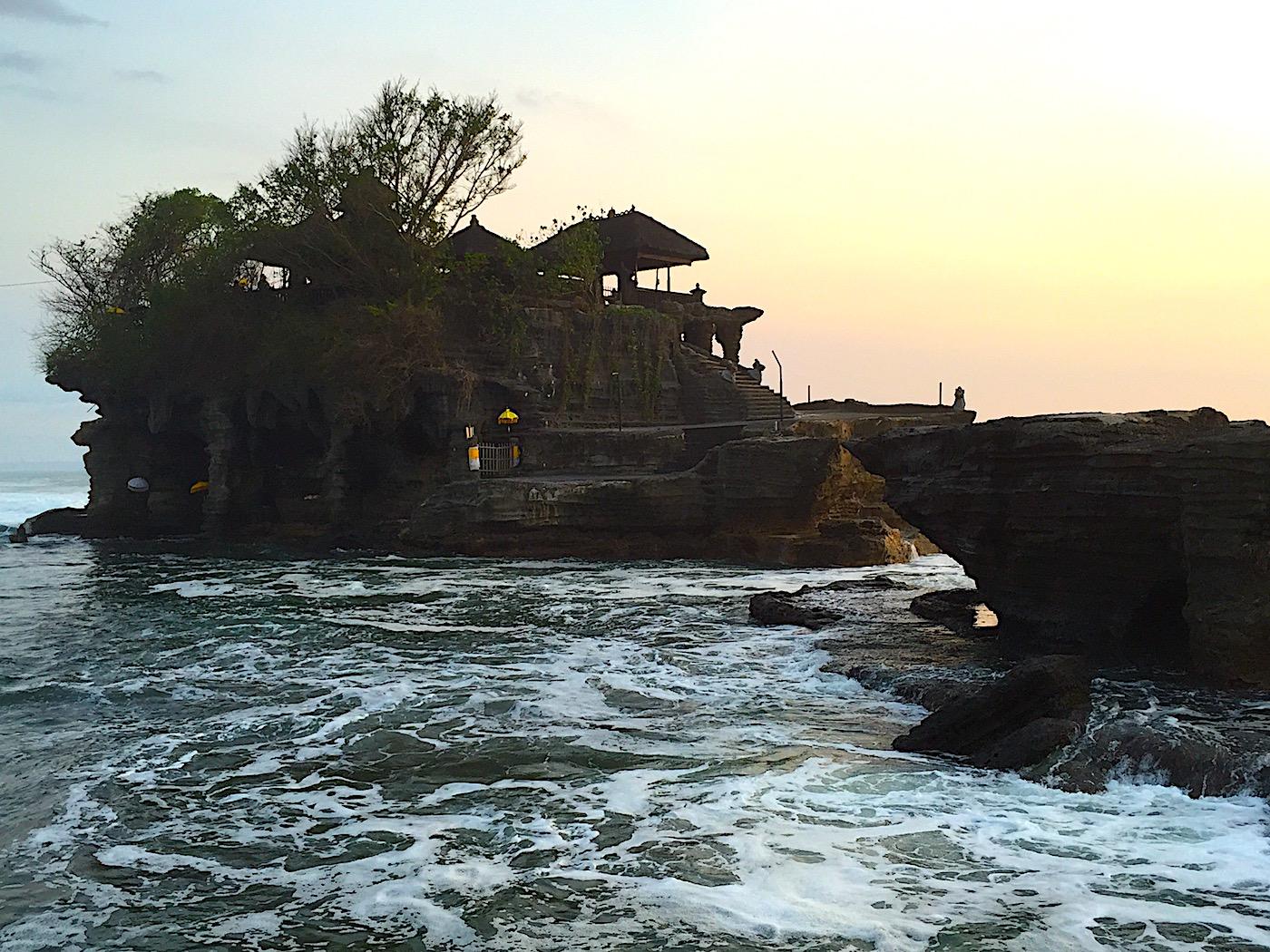 Por do sol em Tanah Lot, Bali. Foto: Patti Neves