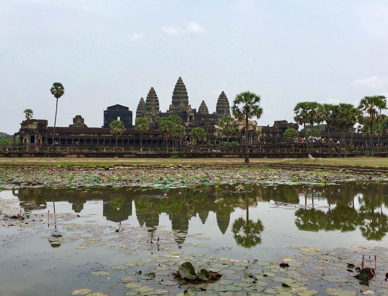 Angkor Wat, no mormaço escaldante do meio dia. Foto: Patti Neves