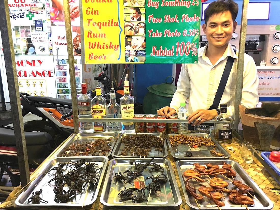 Insetos (e serpentes) fritos no Camboja. Foto: Patti Neves