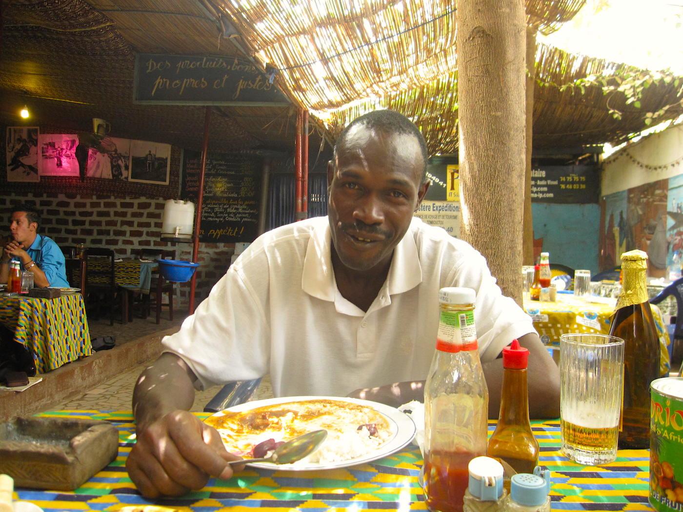 Meu primeiro anfitrião em Bamako. Almoçamos juntos antes do meu vôo para Timbuktu. Foto: Patti Neves