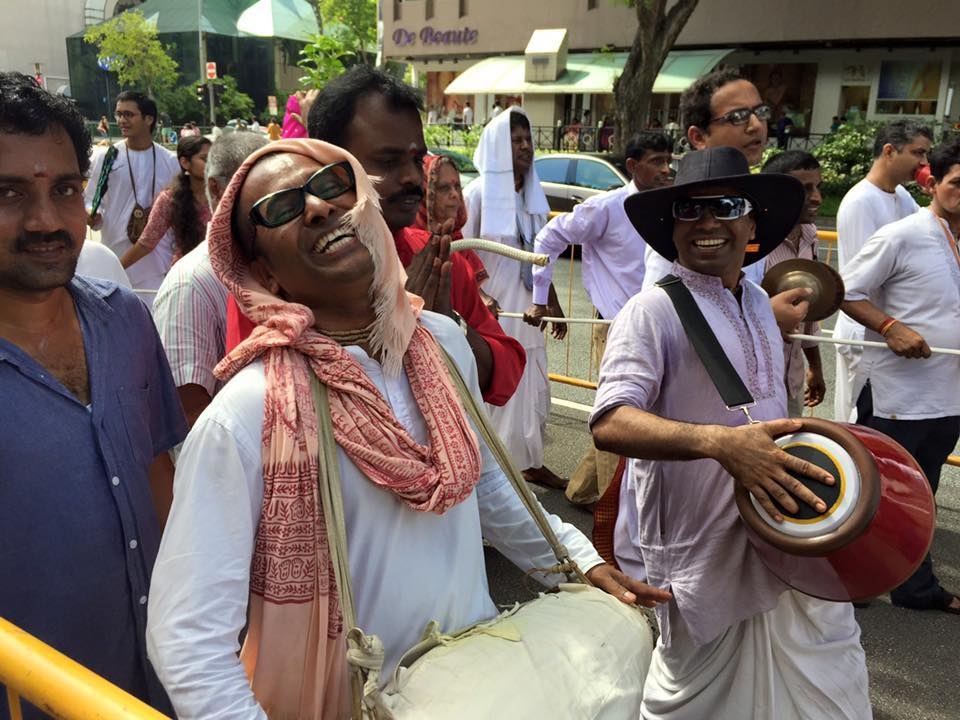 Participação Hare-Krishna super animada no Thaipusam de Singapura. Foto: Patti Neves