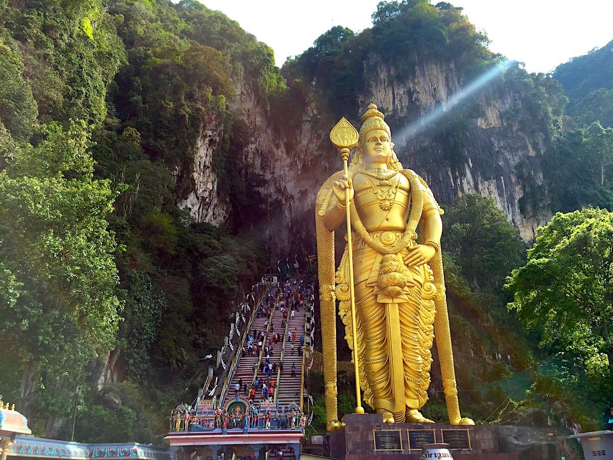 Murugan, o Deus soberano de Batu Caves (Kuala Lumpur). Foto: Patti Neves