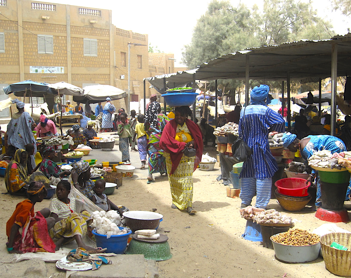 Market street in the surroundings of the grand-marché of Timbuktu. Foto: Patti Neves
