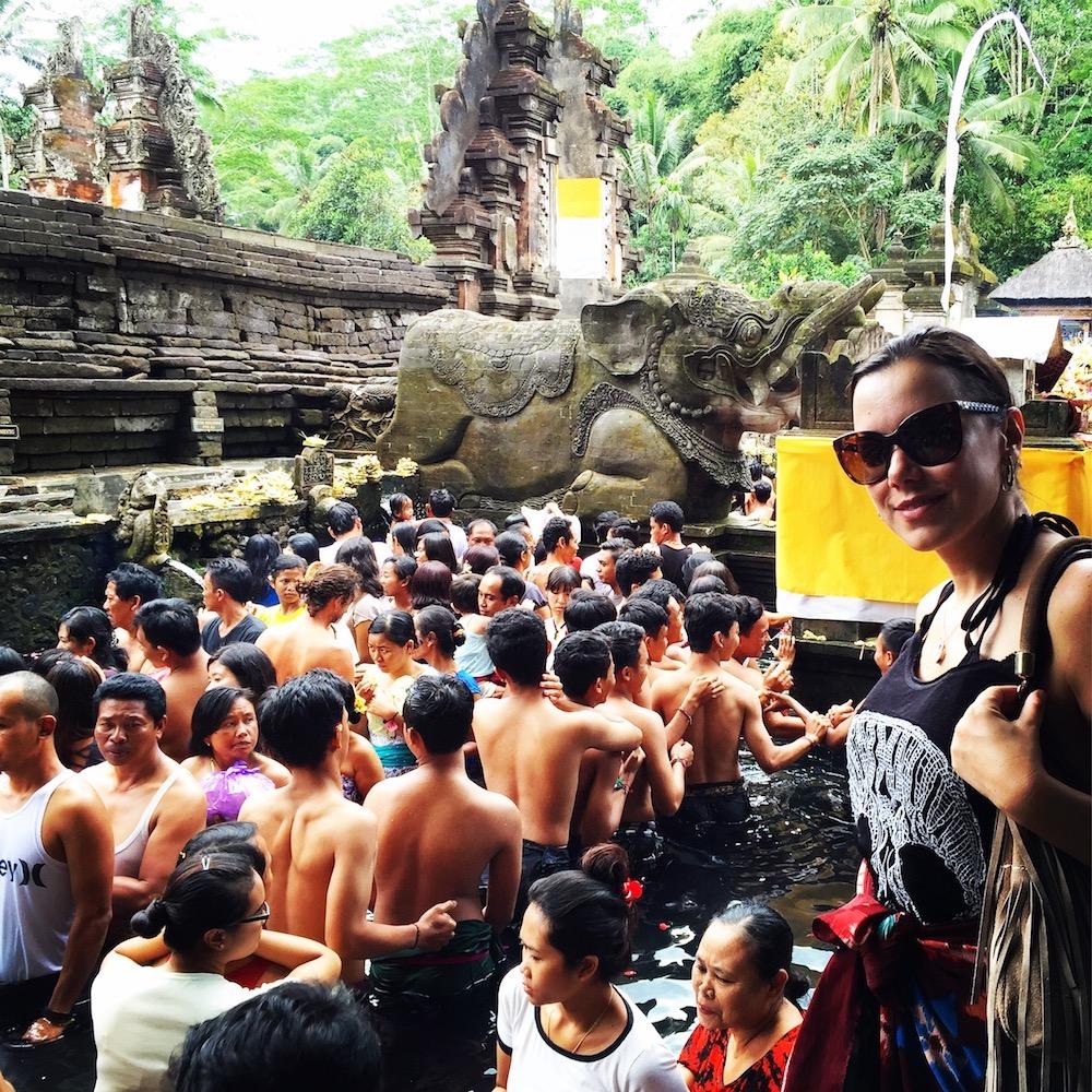 Feriado no Tirta Empul, Bali. Foto: David Mattatia