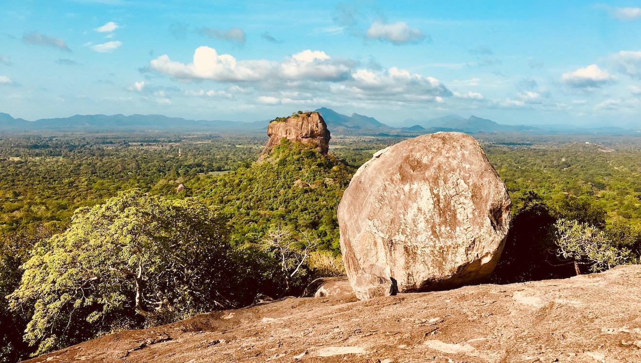 Vista de Sigiriya, à partir de Pidurangala Rock. Foto: Patti Neves