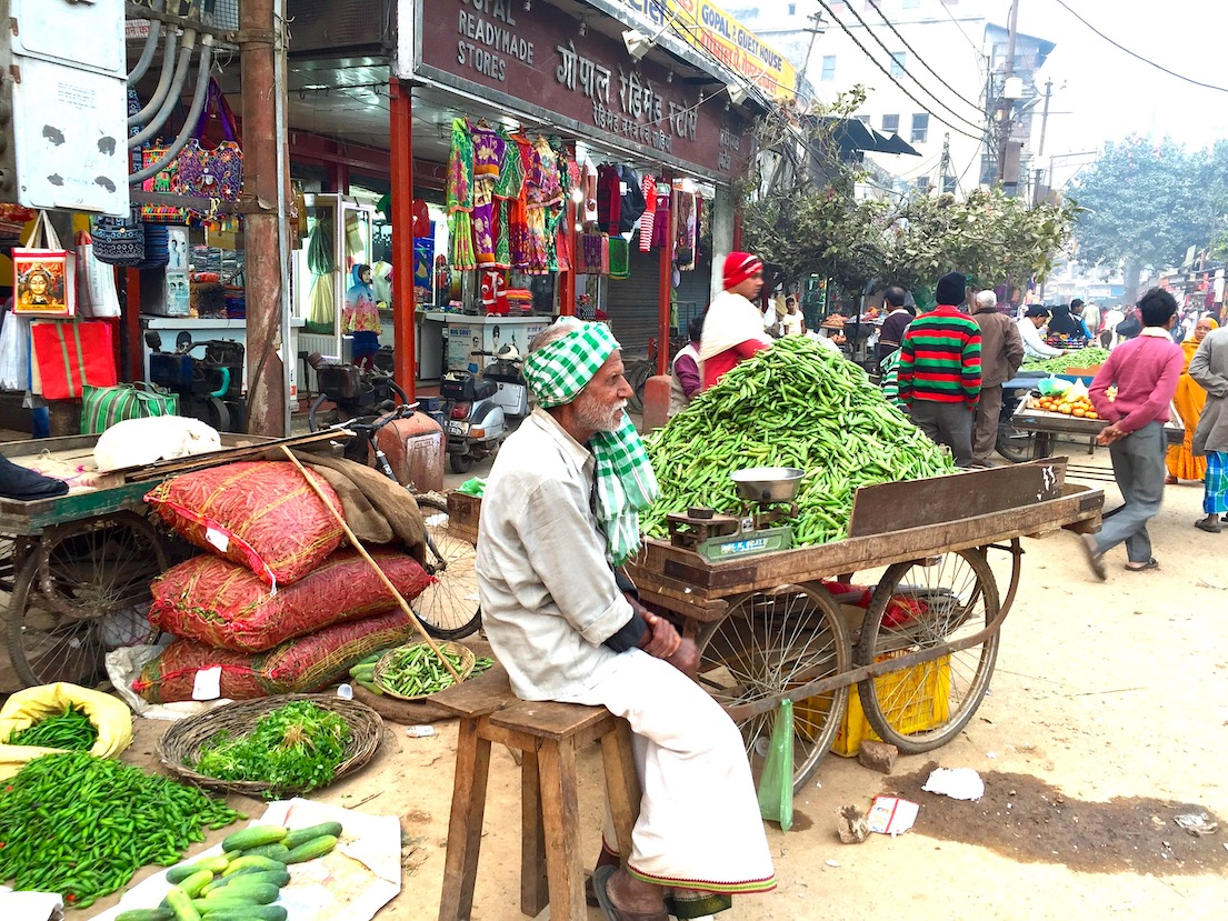 Vendedor no mercado de Varanasi, India. Foto: Patti Neves