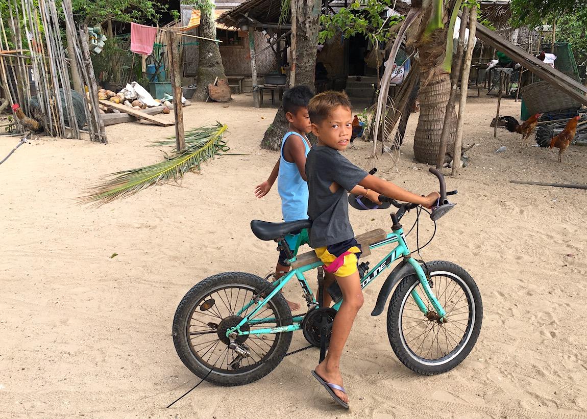 Meninos em Alava, Palawan, Filipinas. Foto: Patti Neves