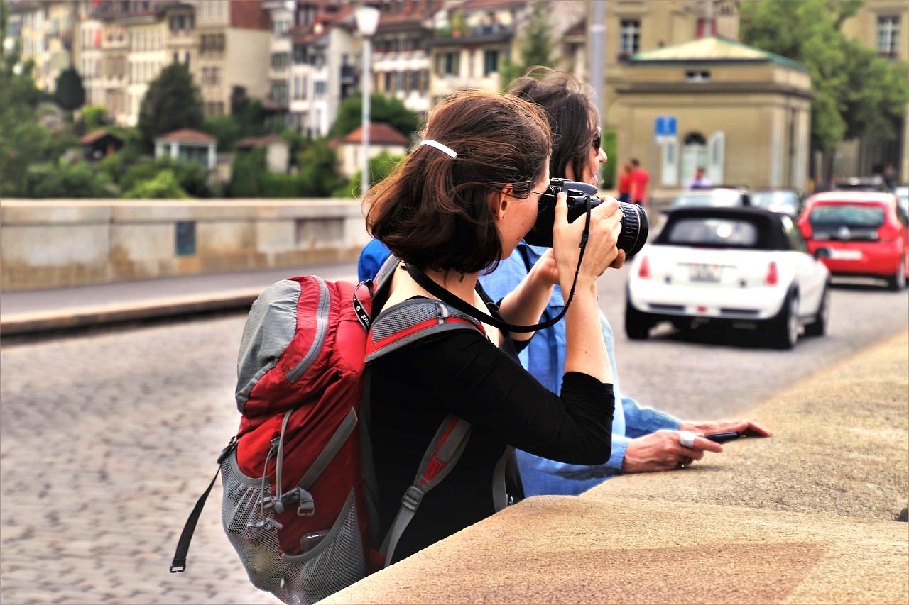 Turistas na Europa! Bem fáceis de identificar.