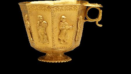 Taça de ouro maciço, decorada com músicos do Oriente Médio. ACM