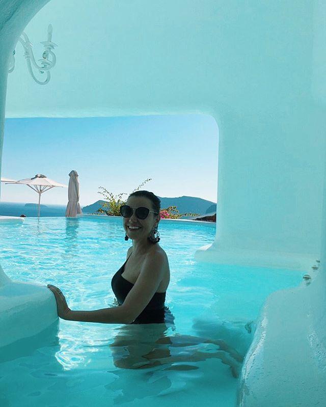 7 dias, 3 lugares diferentes em Santorini! Nada mau, opções para todos os gostos! . Terminando com chave de ouro no hotel onde ficou a Marquezine (sorry babes, a foto sarada de biquíni vou ficar devendo) 😆✨ . Detalhes no blog em breve... . #oiasantorini #oia #oiacanaves #oiacanaveshotel #santorini #grecia #greece #greek #imerovigli #imeroviglisantorini #grèce #greece🇬🇷 #oia #mediterranean #missãovt #revistaviajar #revistaqualviagem #viagemtop #viajarepreciso #viajarfazbem #amazingplaces #aroundtheworld  #morarfora #morarforadobrasil #realidades
