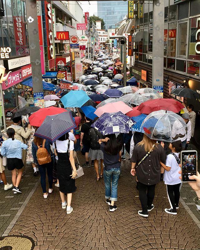 Anyone want to join? 😆 . . #takeshita #takeshitastreet #happysunday #tokyo #toquio #japão #tokyo #japaneseness #japanesestyle #japan #art #borderless #revistaqualviagem #viagemtop #viajarepreciso #viajarfazbem #amazingplaces #aroundtheworld #morarfora #morarforadobrasil #crazyrealities #sourbbv #blogdeviagem #brasileirasnoexterior