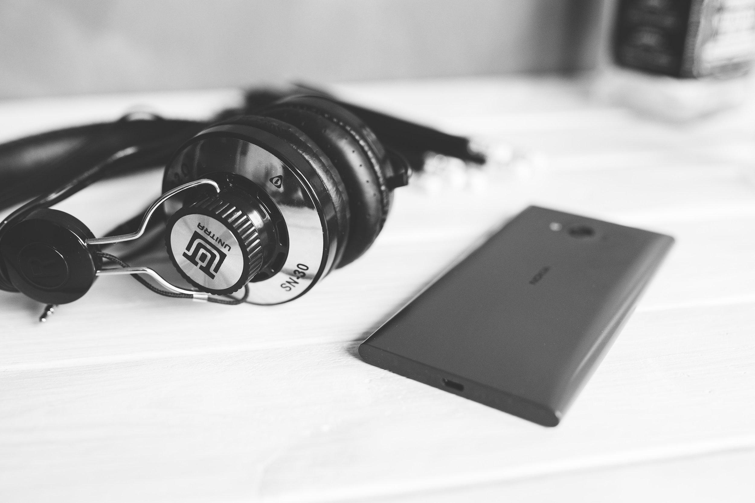 earphones-headphones-music-6429.jpg