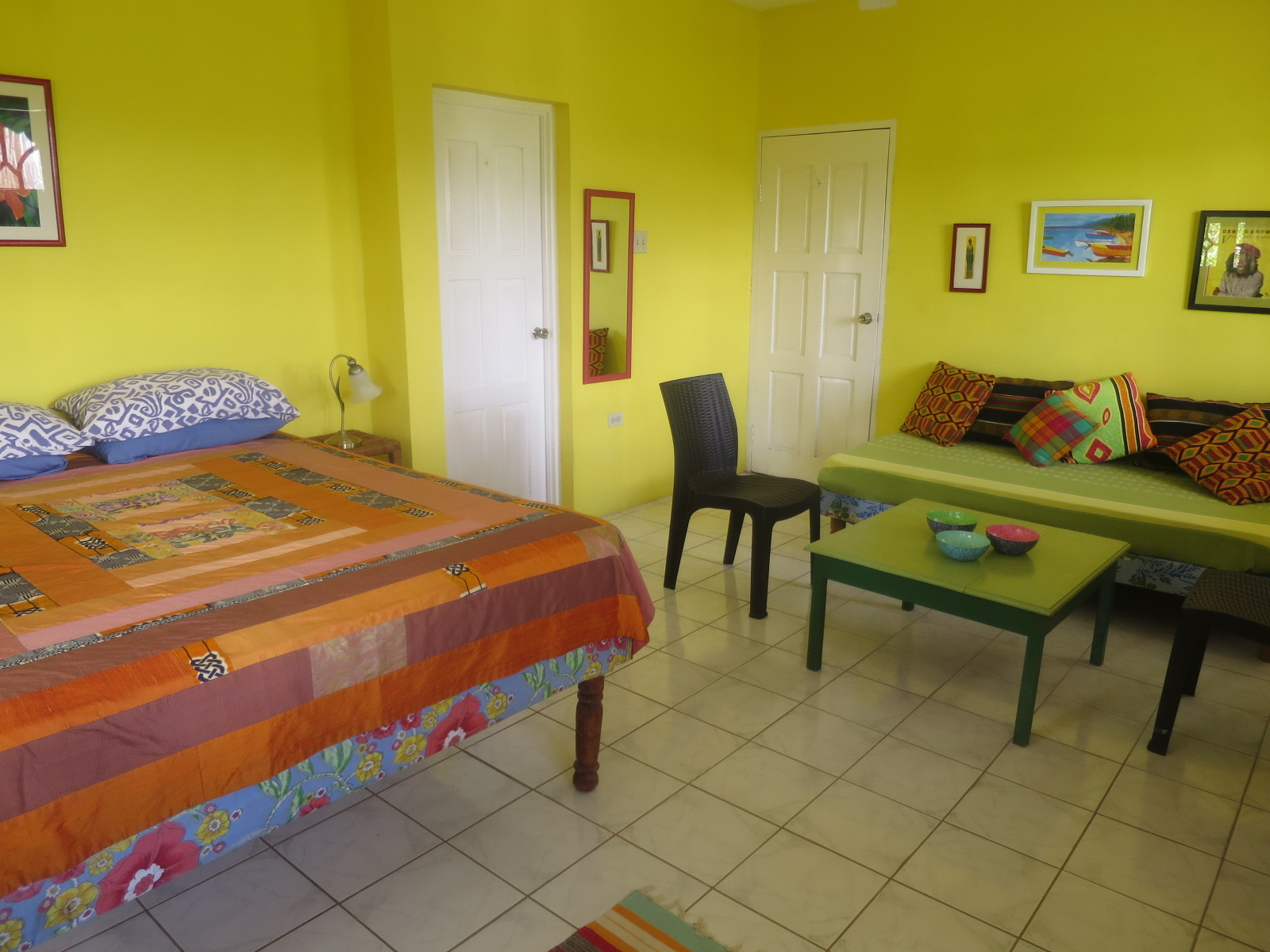 Irie Breeze - SPECIAL QUEEN ROOMWith cool breezes, private balcony, queen bed, en-suite shower,this room has lots of space and light and faces the sea.