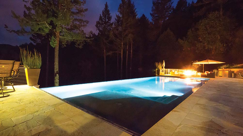 Exterior Control - Well-being and comfort go through walls to your outer oasis.The control the pool and spa facilitates, turning on the hot water, setting the temperature or starting the bubbles from the Control4 application. Automate sprinklers to work according to weather conditions.