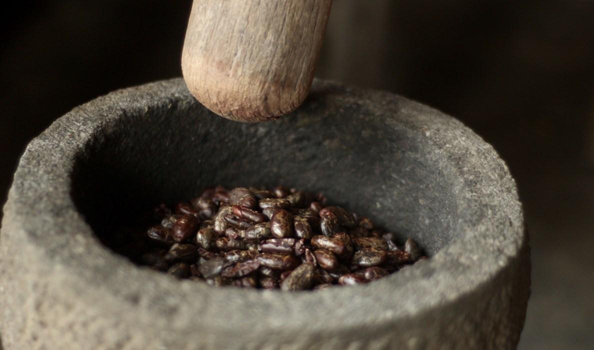 pounding_cocoa.jpg