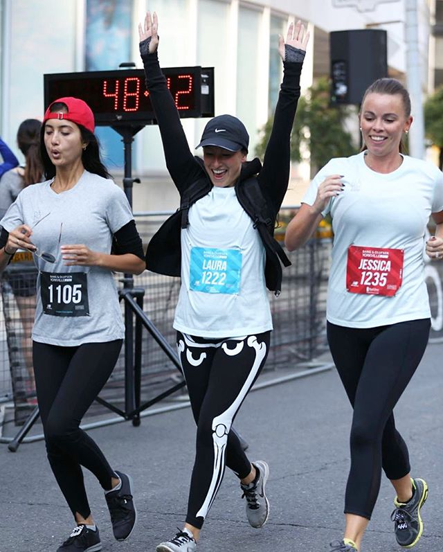 One month until the @exactyorkvillerun! On September 8, the @yes416 team is running to support @dressforsuccesstoronto. There is still time to register, fundraise, donate, or volunteer. Click the link in our bio for all the details 👆
