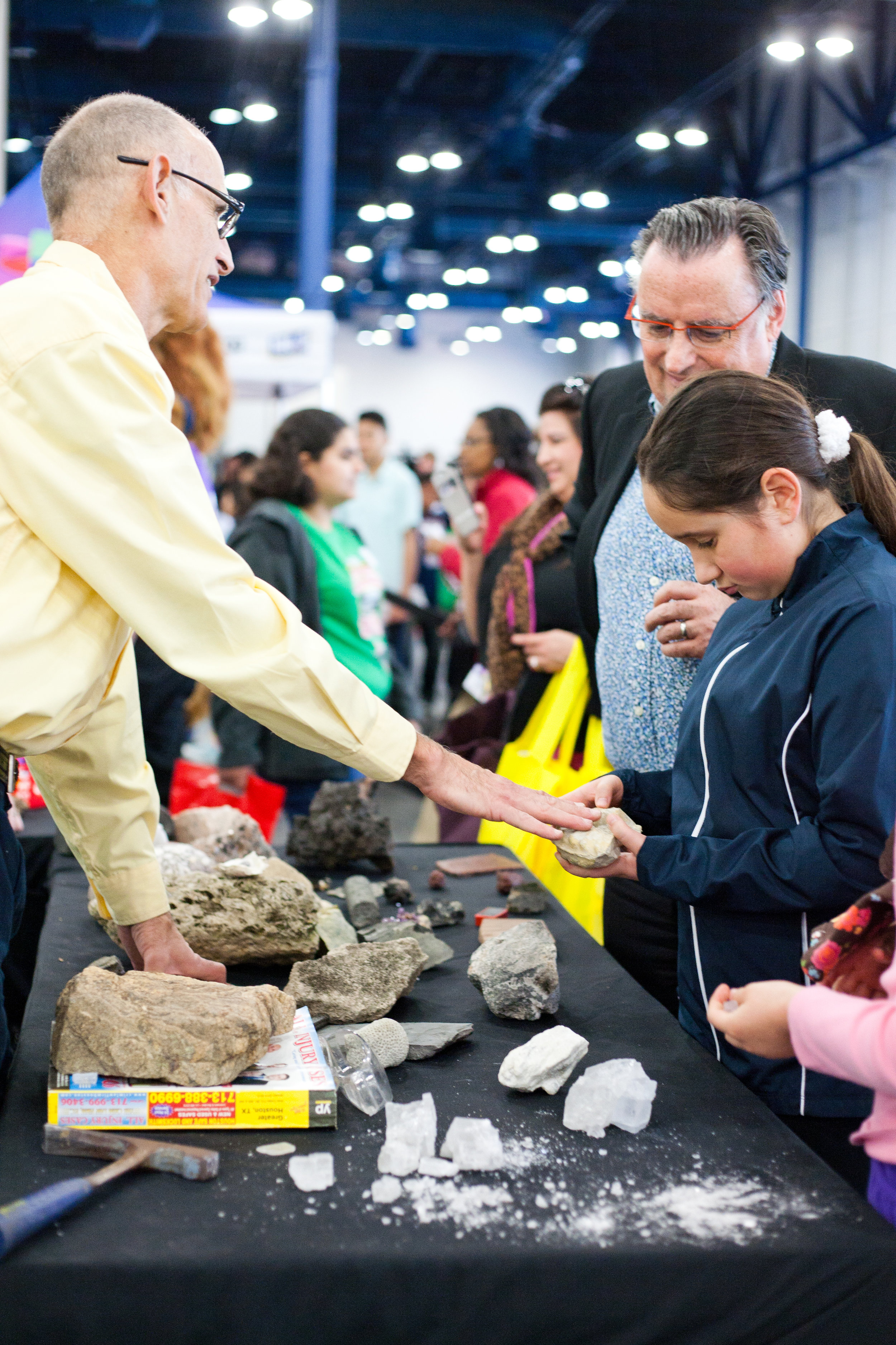 Students interacting with a Geologist @ the HHF Career and Education Day | 2014