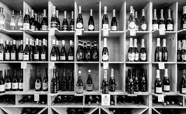 Sparkling Wine 🥂🍾 - - - - #champagne #sparkling #sparklingwine #bubbly #brut #blancdeblancs #prosecco #mimosa #austin #texas #atx #wine #beer #spirits #liquor #football #texasfootball