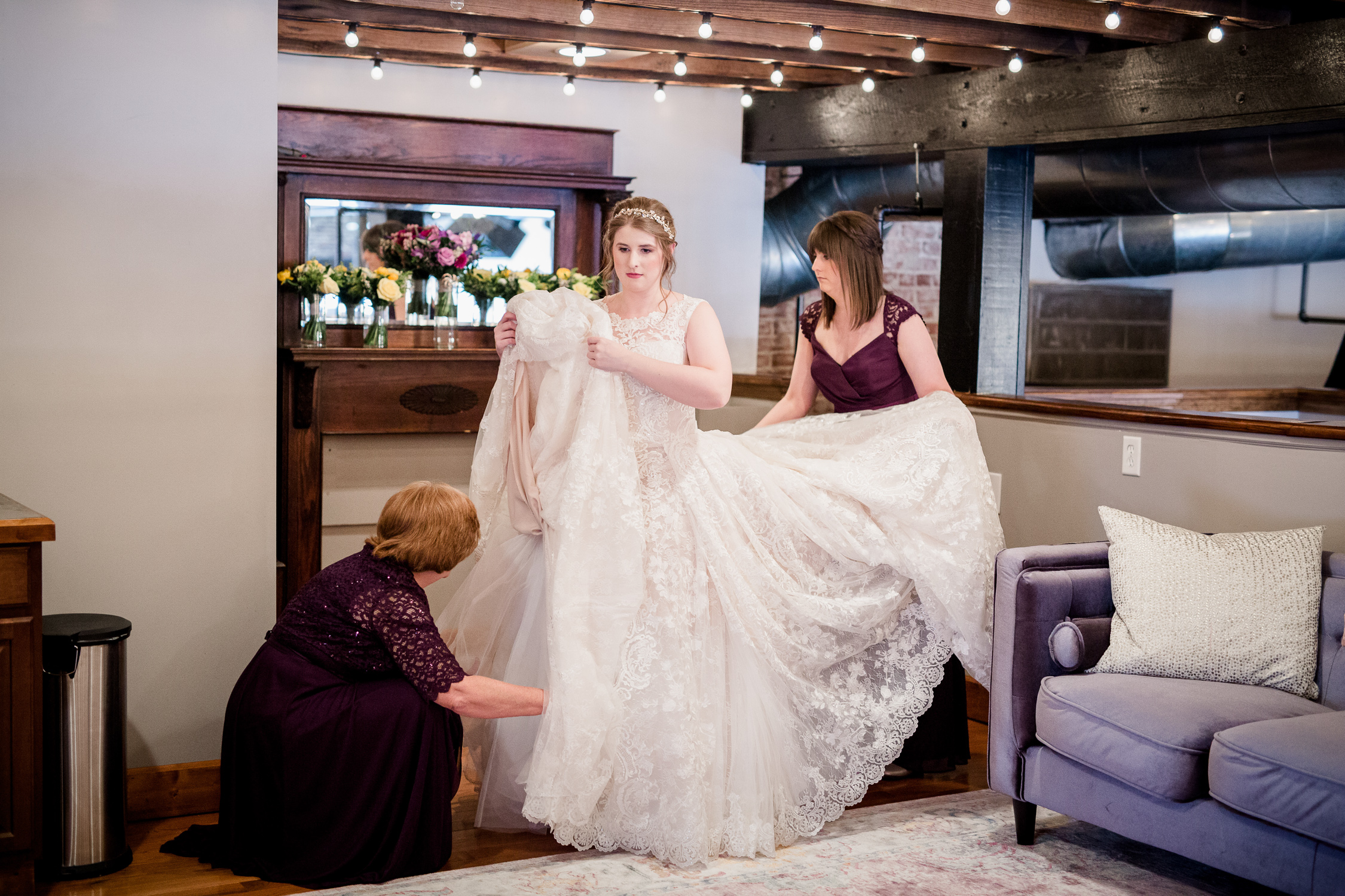 Downtown Knoxville Wedding Venue // Central Avenue Reception // Getting Ready