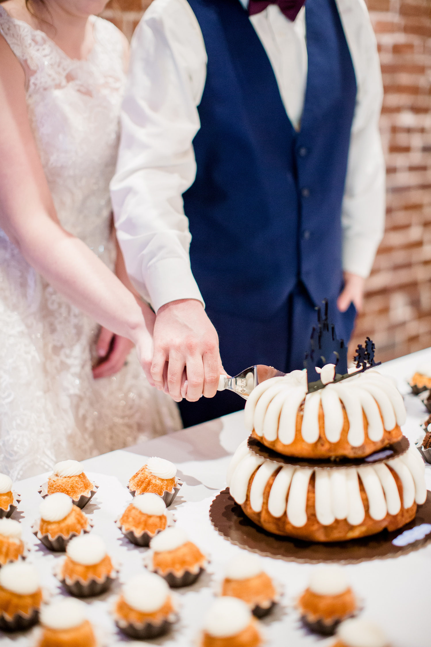Downtown Knoxville Wedding Venue // Central Avenue Reception // Nothing Bundt Cakes Knoxville // Cutting the Cake