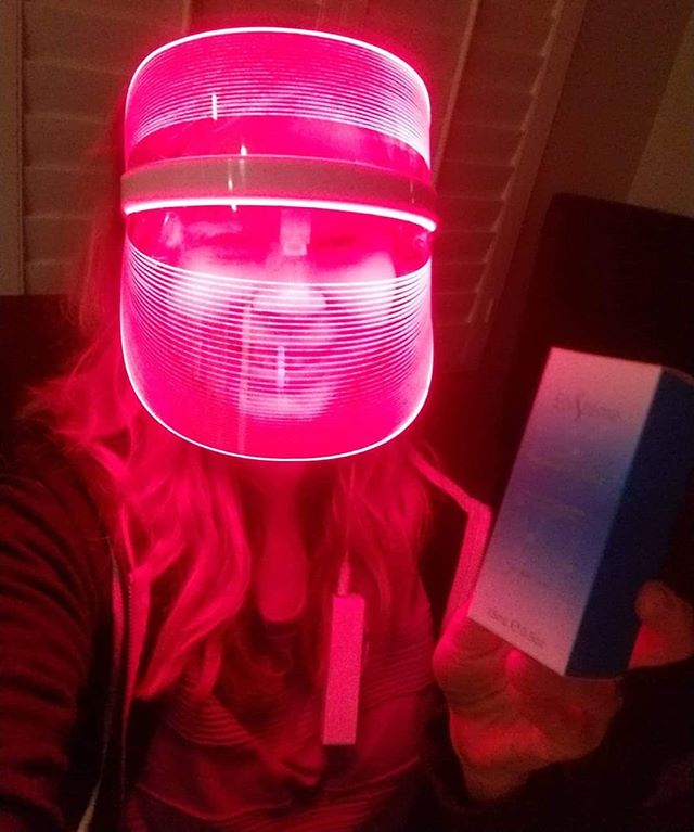 Yay!! We are so happy for our winner, Kelly, who, last week, won a complete Lightwave system including a red light therapy mask and a bottle of our Epistémé serum! Can't wait to see how you like it!! Www.lightwaveskin.com  #lightwaveforthewin #lightwavemask #red #light #therapy #redlight #redlighttherapy #mask #LED #beautyface #beautylight #skincare #treatments #collagen #wrinkles #nowrinkles #fineline #skin #skintherapy #health #esthetician #dermatology #brownspots #badskin #clearskin #prettyskin #clearupskin #acne #clean #pimples