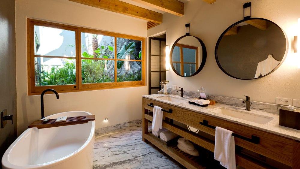 la-casa-rodavento-bathroom.jpg