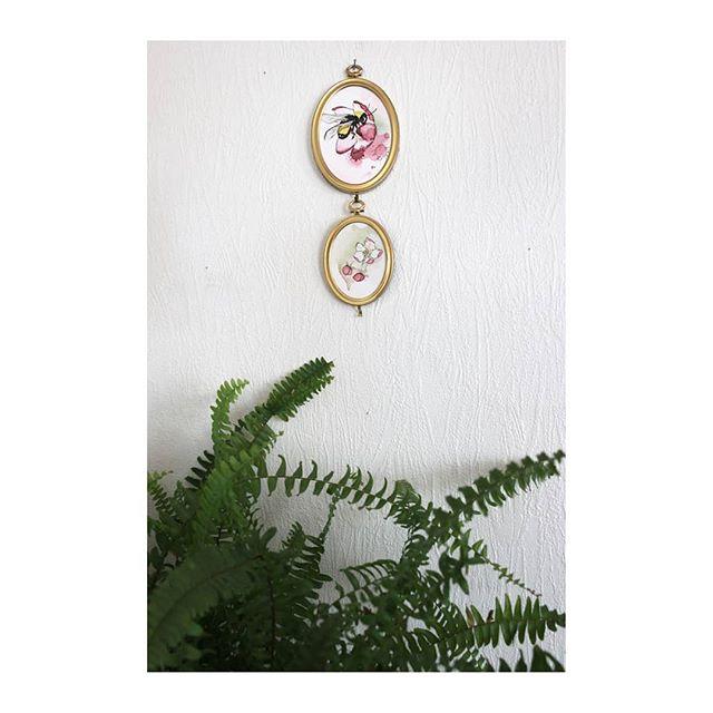Lost in the garden no. 9 & 11  Fortapt i hagen no. 9 & 11 . . . #fortaptihagen #vibekefloridon #akvarell #illustration #art #appleblossom #epleblomst #plukkeblomster #colorful #lostinthegarden #miniature #minikunst #miniatureart #vintageframes #gamlerammer #gjenbruk #secondhand #spring #savethebees #bee #humle #bumblebee #interior #interiør #bonytt #rom123 #bærekraftig #bærekraftigkunst