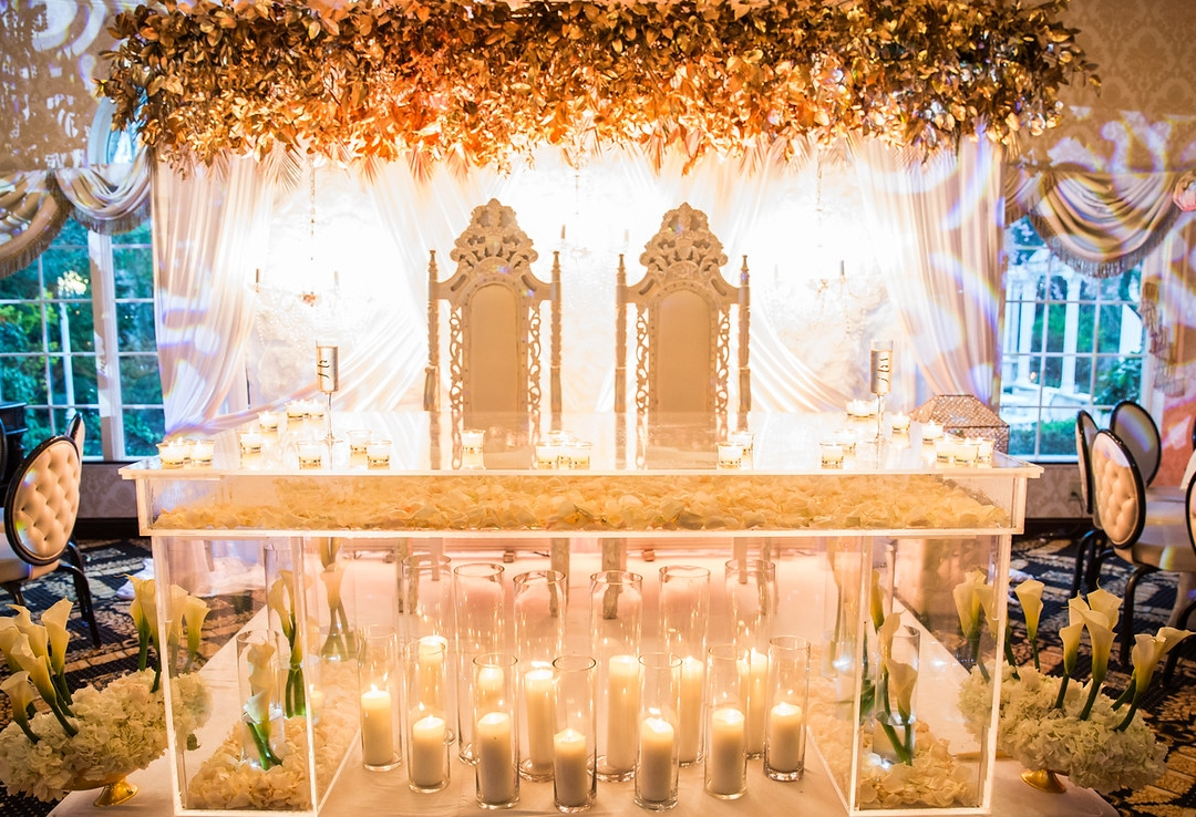 lucite sweetheart table for wedding