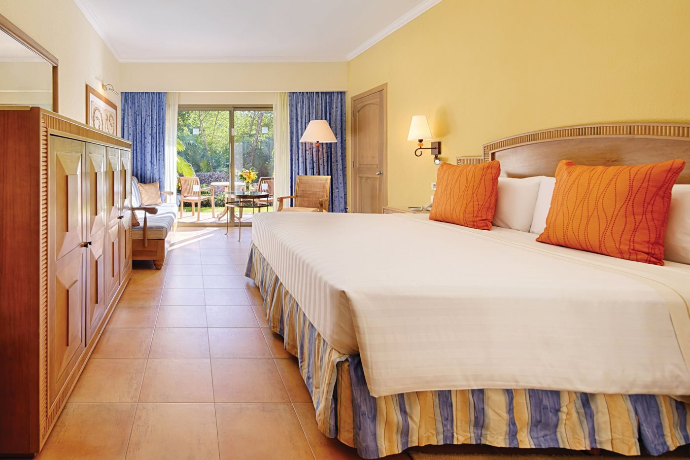 Superior Room Prestige Class    TORONTO - CANCUN 7 NIGHT PACKAGE    DOUBLE OCCUPANCY:   $1649    CAD PER PERSON   CHILDREN AGES 2-12:   $1149    CAD (WHEN SHARING ROOM WITH TWO ADULTS)