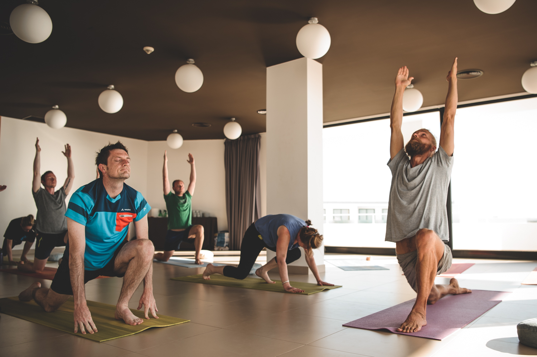 surf yoga algarve class
