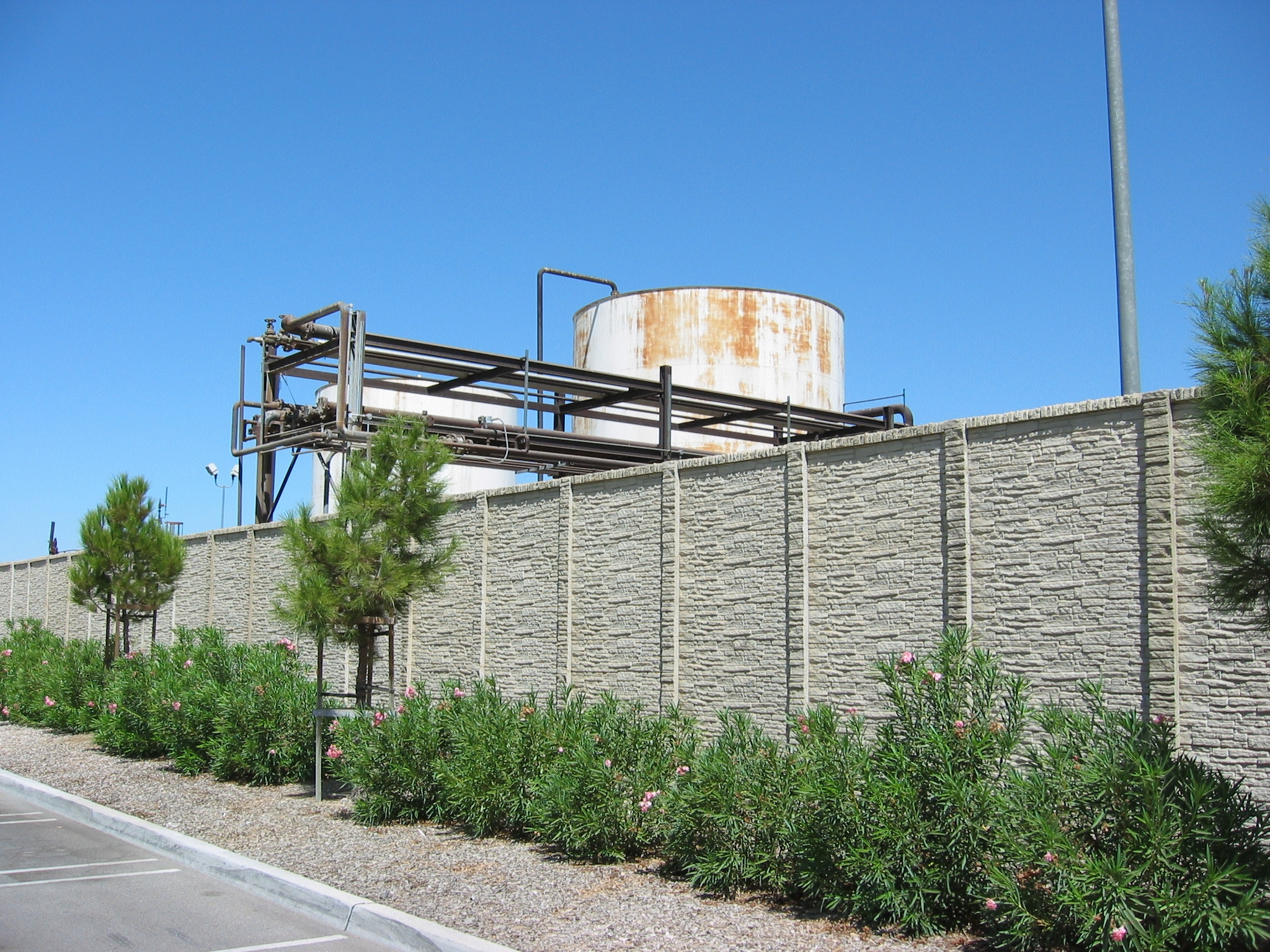 StackedStone concrete screening wall