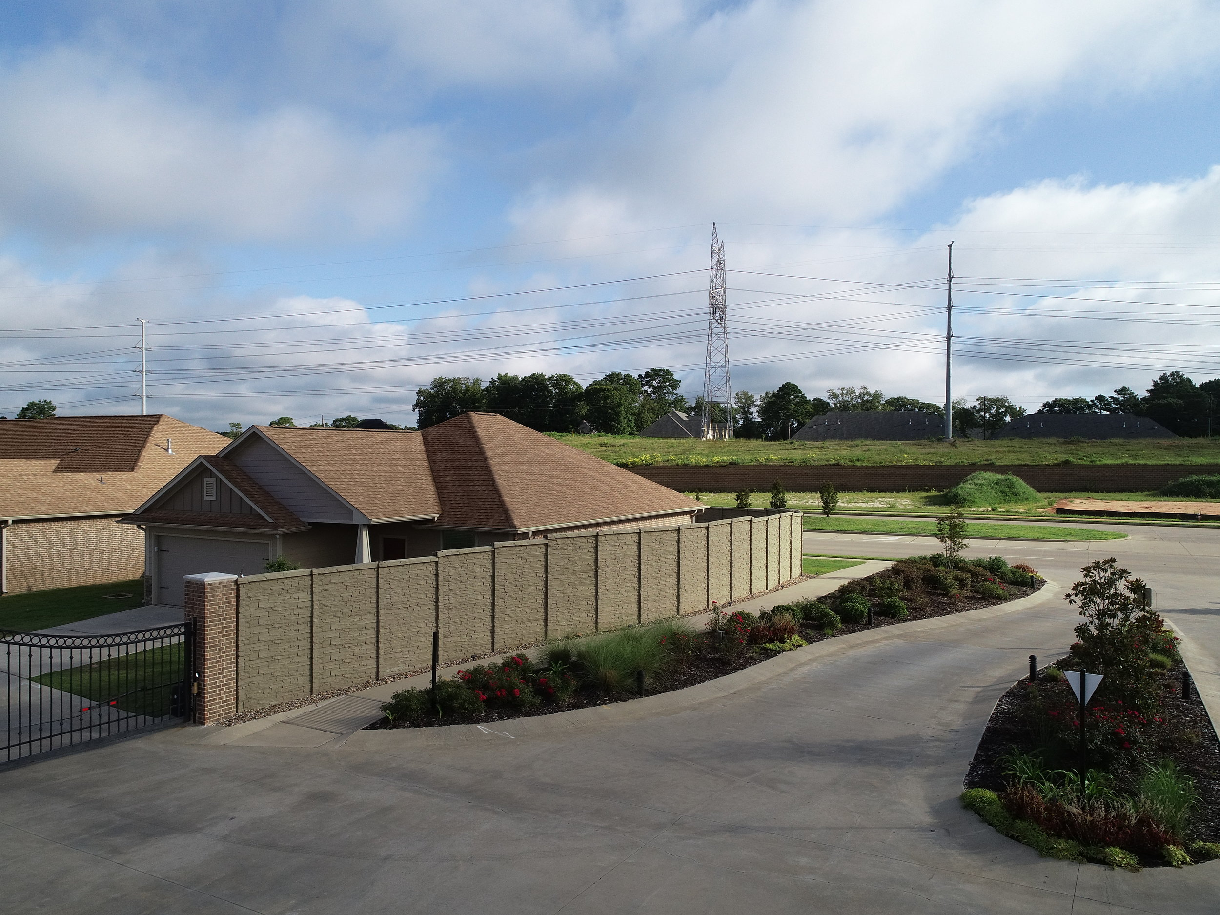 ChiselStone Precast Fence  DFW.JPG
