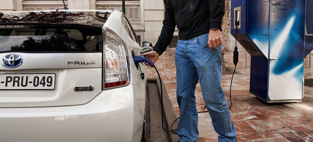 Toyota-Prius-Plug-in-Hybrid-charging.jpg