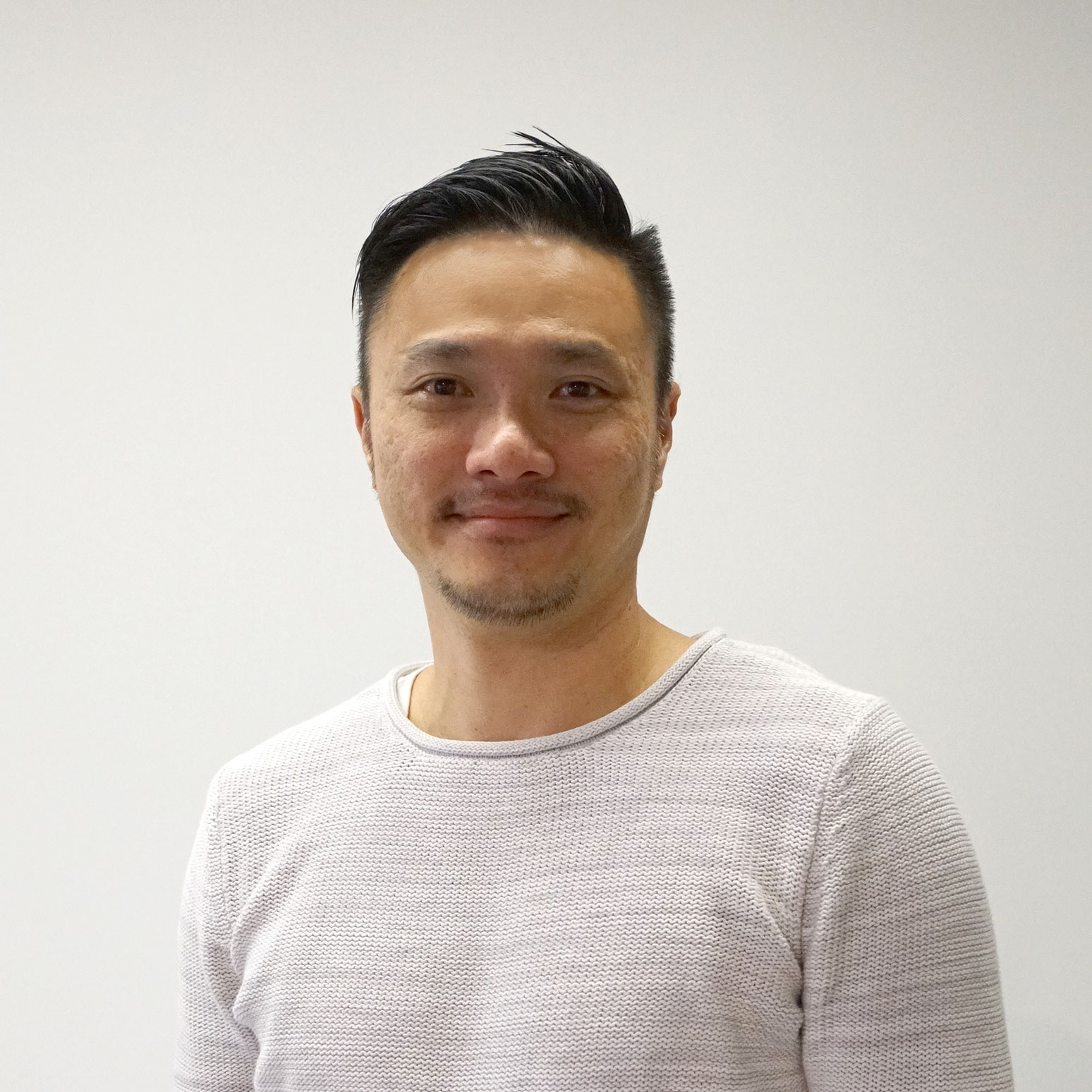 Ethan chong, CPO - 20+ years of experience in consumer / B2B enterprise product strategies, SaaS product lines, and leading engineering teams for companies such as Accenture, IBM and GE Digital.