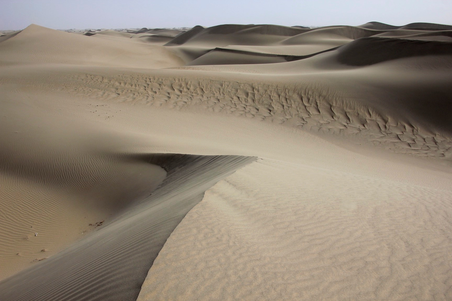 The Taklamakan Desert has very little water, therefore it is hazardous to cross. Merchant caravans on the Silk Road would stop for relief at the thriving oasis towns.