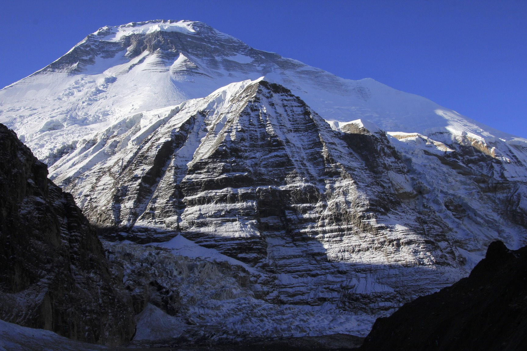 The rocky outcrop below Dhaulagiri is called the Eiger. It is quite high but looks small in front of the giant bulk of Dhaulagiri I.