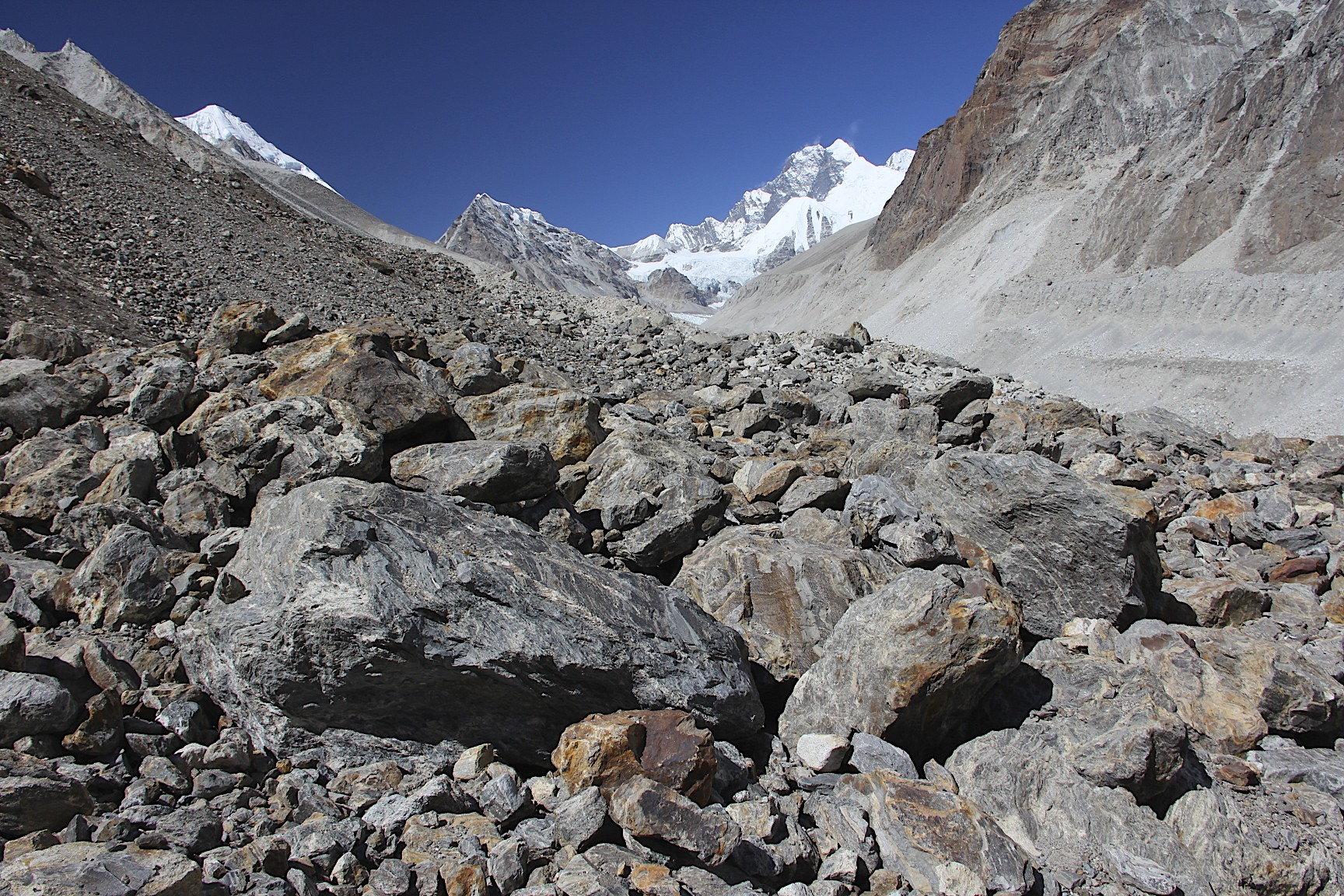 The Barun Glacier, at the head of the glacier is Lhotse Shar and the Lhotse/Everest massif. The top of Baruntse is visible on the left.