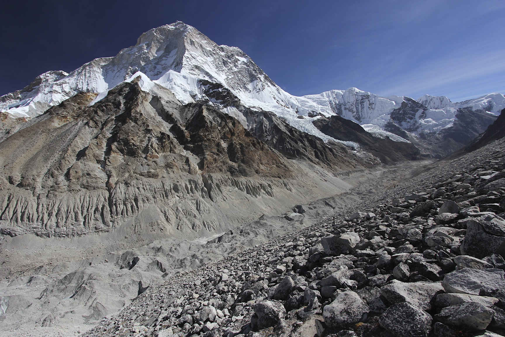 Makalu and the Barun glacier on the way from Sandy Camp to Sherpani Col BC