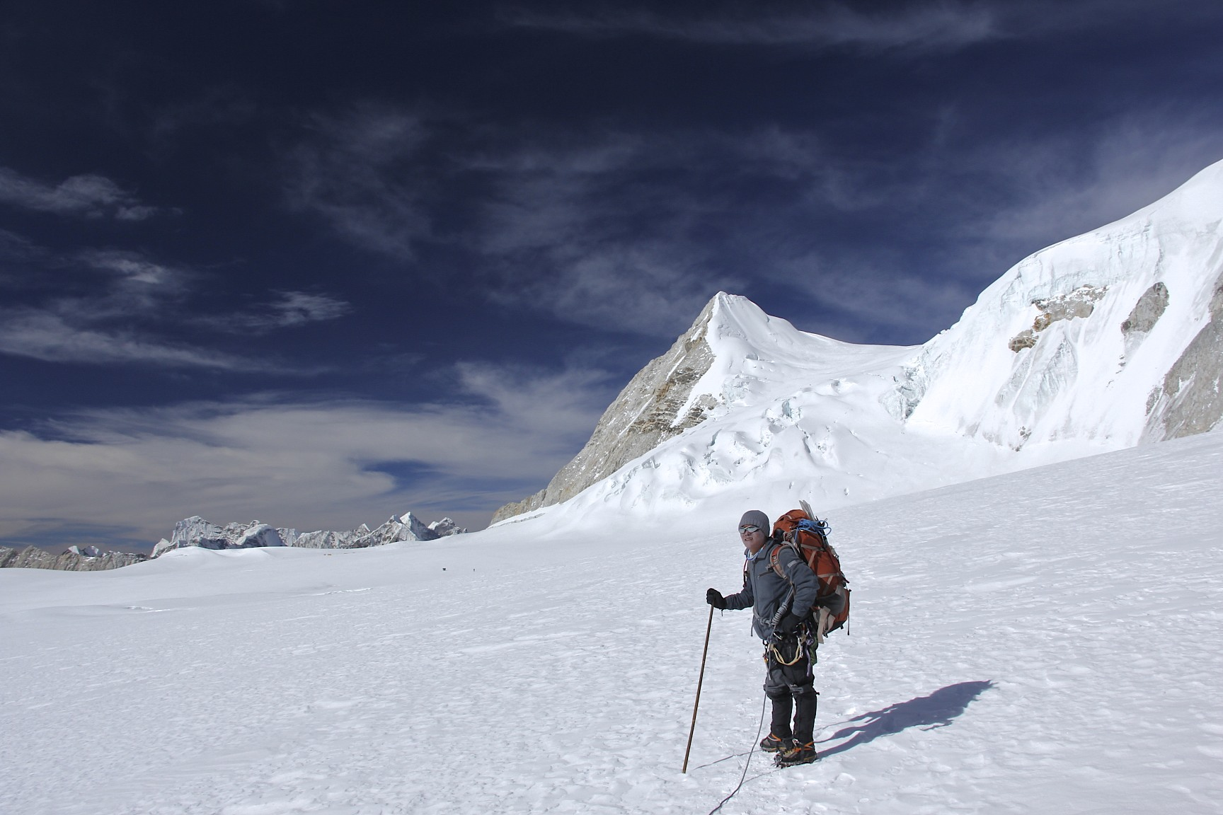 On the ice plateau between Sherpani Col and West Col